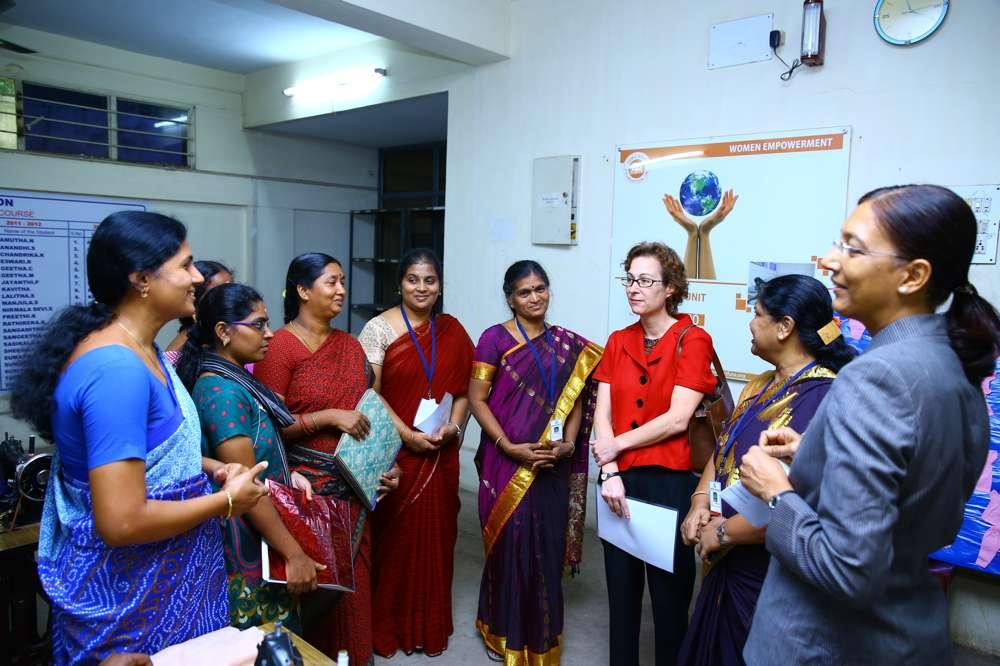 Tamil-Nadu-FoundationUS-Consul-Generals-visit-to-tailoring-unit-2