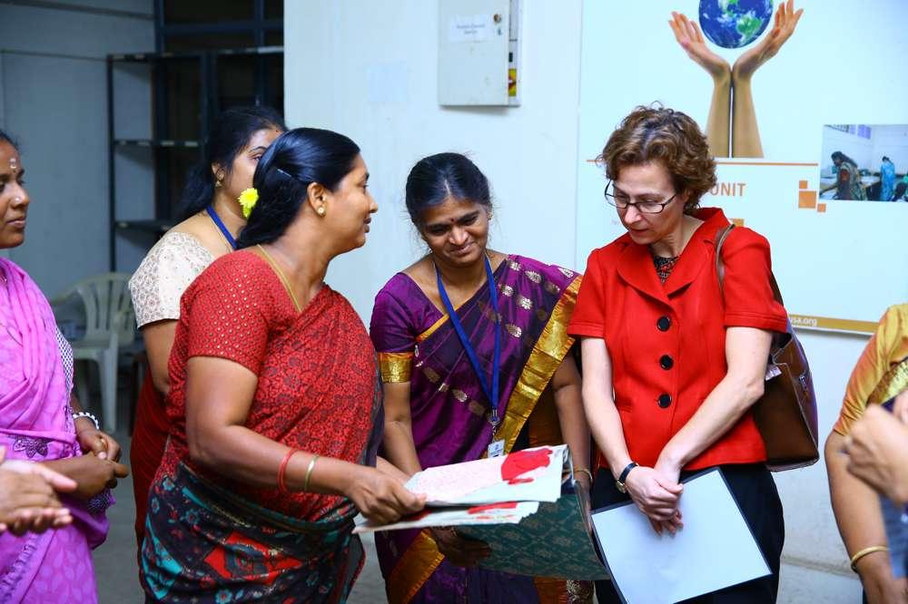 Tamil-Nadu-FoundationUS-Consul-Generals-visit-to-tailoring-unit-21